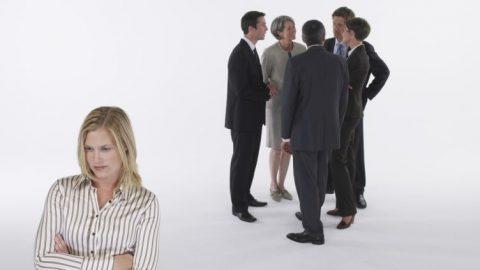Все коллеги тусуются в кучках, а меня не берут (на оффлайновых конференциях)